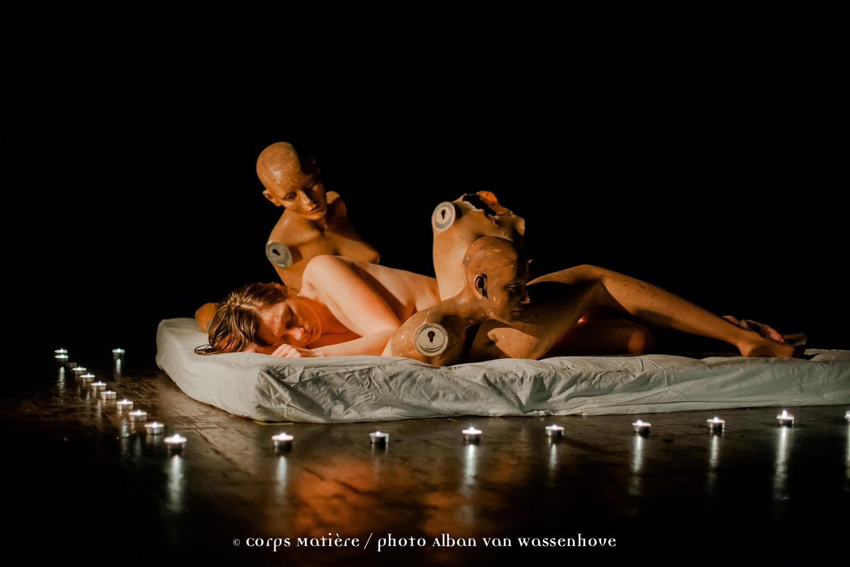 Dormir avec les poupées